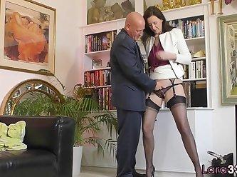 [33] Bigbooty English Milf Enjoys Foreplay 480