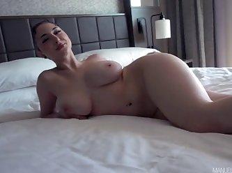 Skylar Vox \Skylar Vox Shows Off Her Big Naturals 360p