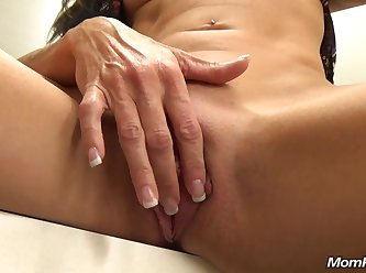 Milf Fucked In Fitting Room 720