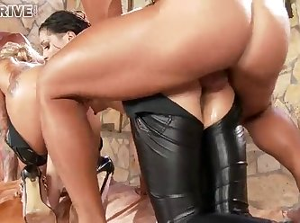 Wet Fun With Tight Asses 360